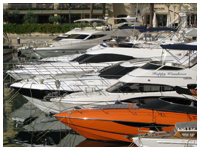 Yacht in a harbor - Sales Consulting Germany